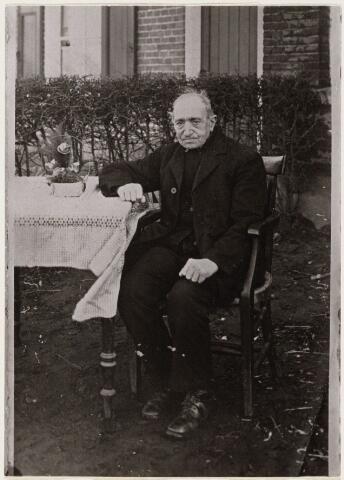 101062 - Huijbertus Hendrik van Ginneken (Bart) geboren Oosterhout 14 december 1842, overleden 4 september 1932, gehuwd Oosterhout 3 juli 1873 met Wilhelmina Bul geboren Oosterhout 5 september 1844, overleden Oosterhout 27 augustus 1917. Woonde te Vrachelen.