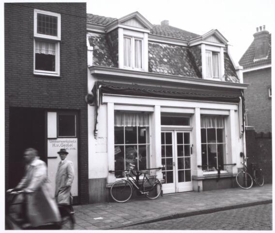 018718 - Winkelpand aan de Noordstraat (nu Gasthuisring). Het moest plaatsmaken voor de aanleg van het hoogspoor