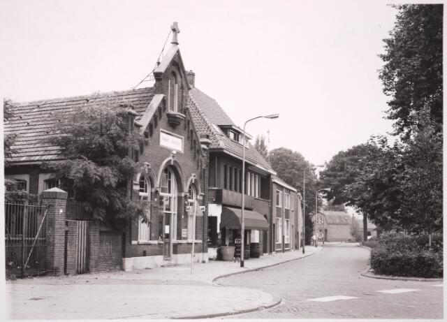 030789 - De Schans.Het voormalig patronaatsgebouw Petrus Donders in gebruik als filiaal van de openbare bibliotheek.