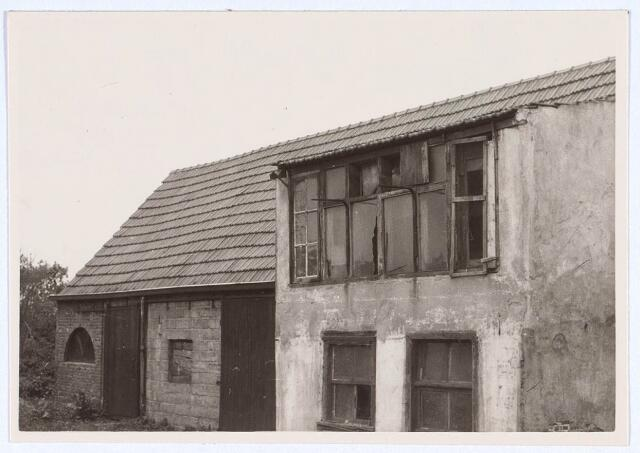 020535 - Duivenhok en schuurtje achter het pand Hasseltstraat 59 in 1963