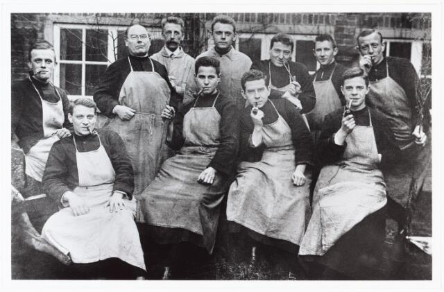 009488 - Kloosters. R. K Jongensweeshuis-drukkerij van de fraters van Tilburg. Personeel drukkerij