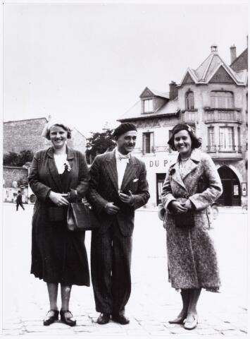007376 - W. Lenglet (1889-1961) pseudoniem Ed de Nève, de Nève als reisleider in Rheims.