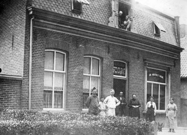 064211 - Winkel van Harrie Haen aan de Slimstraat in Udenhout.