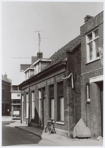 025534 - Panden Langestraat 96, 98 en 100 (van links naar rechts) halverwege 1976