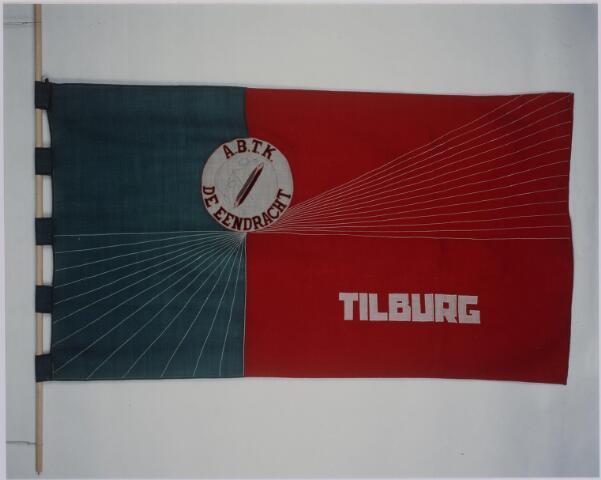 040947 - Vakbeweging. Vlag Algemene Nederlandse bond van textielarbeiders De Eendracht opgericht in 1895, vanaf 1952 Algemene bedrijfsbond Textiel en Kleding De eendracht, aangesloten bij het N.V.V. In 1971 ging 'De eendracht' op in de Industriebond N.V.V.
