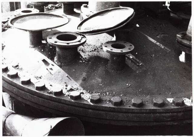 033705 - Chemische industrie. Fabriek van Chemicaliën Franken-Donders United Aniline Works.  Op 16 januari 1961 vond in deze chemische fabriek een explosie plaats.