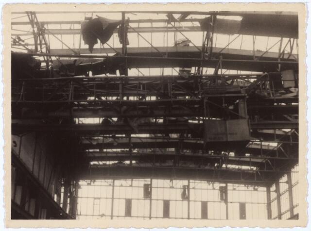 012012 - Tweede Wereldoorlog. Vernieling werkplaats NS.  Beeld van de catastrofale gevolgen het hevige Duitse sprengcommando op de centrale werkplaats van de Nederlandse Spoowegen gedurende drie dagen in september 1944.