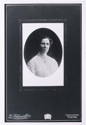 004891 - Maria Christina KNEGTEL (Miet, Tilburg 1870 - Den Haag 1954), dochter van Leonardus Nicolaas Knegtel (1838-1888), oprichter van wijnhandel Knegtel, en Catharina Helena Latour (1837-1882). Zij bleef ongehuwd.