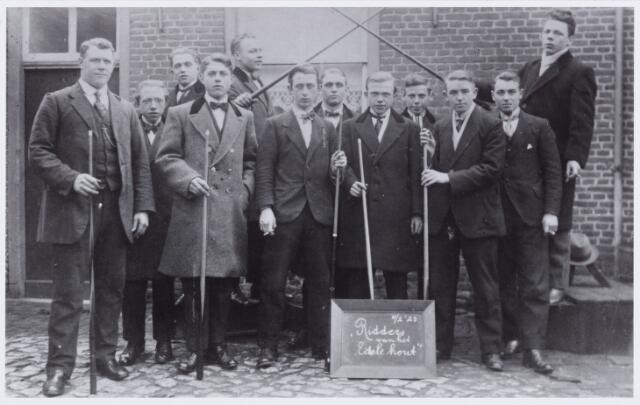 "053771 - Sport. Biljart. de biljartvereniging ""Ridders van het edele hout"" te Tilburg (Heikant)"