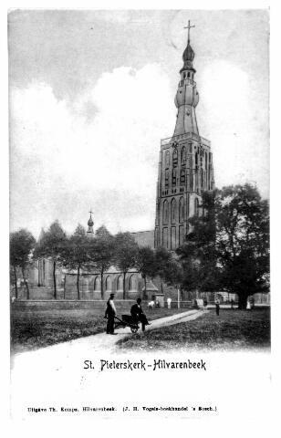 054720 - Vrijthof met de kerk van St. Petrus Banden.