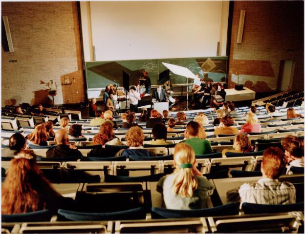 049407 - Collegezaal Universiteit van Tilburg aan de Warandelaan 2.