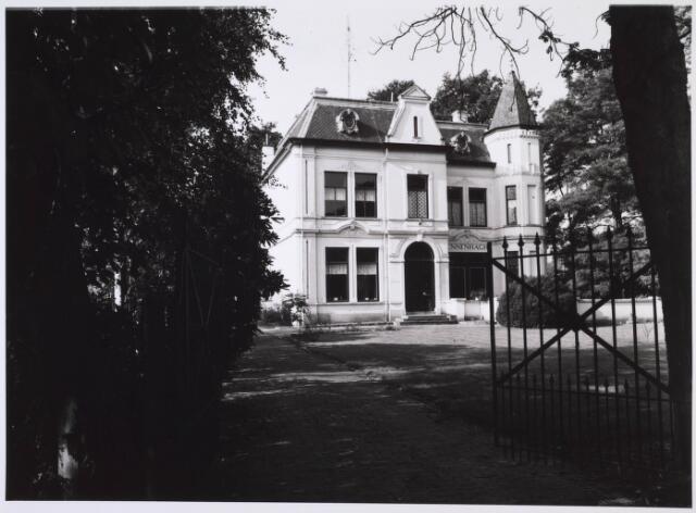023980 - Huize Dennenhaghe van de familie Verschuuren - Piron op Koningshoeven in 1983