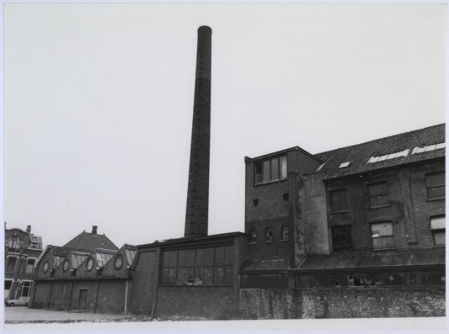 023125 - Textiel. Gebouwen van de voormalige textielfabriek L. E. van den Bergh kort voor de definieve sloop van het complex