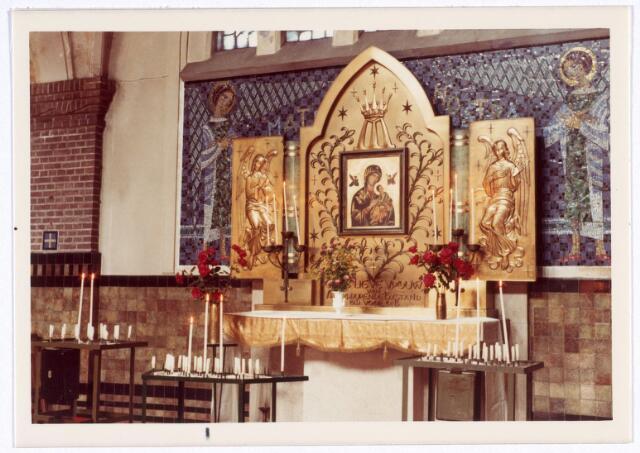 016565 - Zijaltaar in de kerk van de Heilige Familie, behorende tot e parochier Broekhoven II