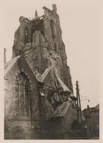 083825 - WOII; WO2; Oorlogsschade. Sint-Willibrorduskerk door artilleriebeschieting zwaar beschadigd