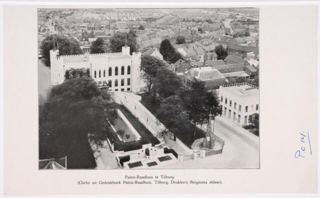 036363 - Panorama van Tilburg vanaf de toren van de Heikense kerk; paleis raadhuis met monument Mgr Zwijsen, gedenknaald op de plaats waar koning Willem II is gestorven en intendantswoning, thans museum gebouw. (reproductie; origineel niet in collectie aanwezig)