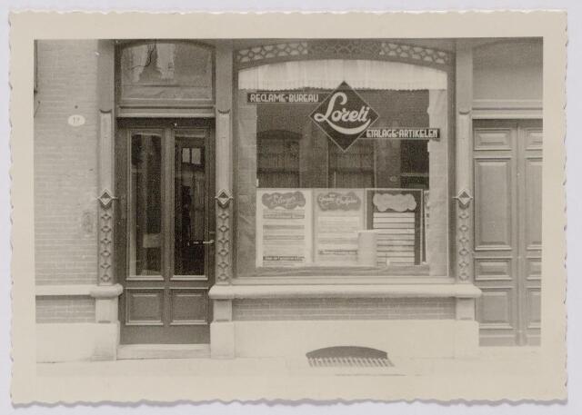 044391 - Het pand Juliana van Stolbergstraat 12, voor april 1927 Piusplein 98. Vanaf juni 1933 zat in dit pand reclame-bureau Loreti, eigendom van Jan J. van de Looij, geboren te Best op 26 september 1906.