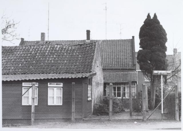 014698 - Achterzijde van de panden Berkdijksestraat 120 en 122, gefotografeerd vanuit de René Norenburgstraat