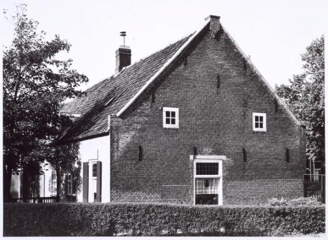018809 - Zijgevel van een boerderij aan de Generaal Winkelmanstraat