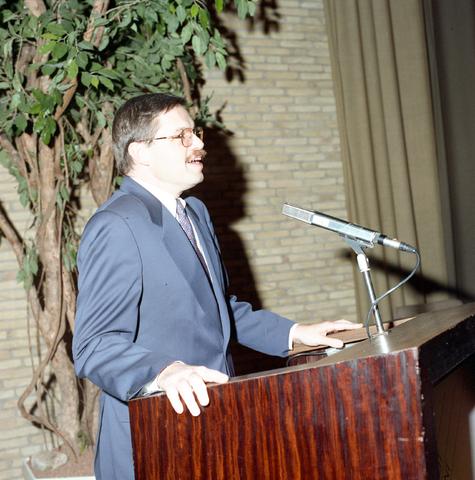 D-000101-1 - Prof. dr. Ernst Hirsch Ballin: Foto voor Stadsnieuws 1992-1993
