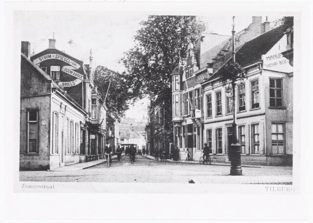 040085 - Zomerstraat. Links ingang van de Schoolstraat. De Zomerstraat boog hier naar rechts af in de richting van het toenmalige St. Annaplein. Op de voorgrond mond de Bredaseweg uit in de Zomerstraat.