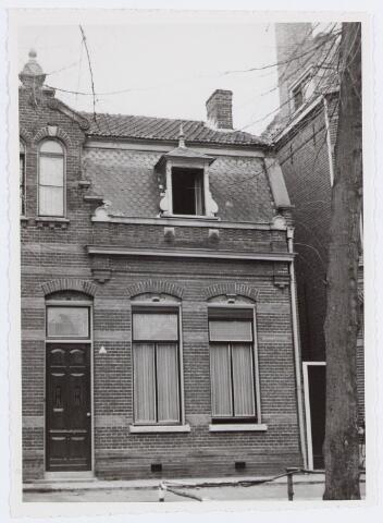 057100 - Dorpsstraat. Huis van A. Roosen kad. F. 1478 nr. B372.