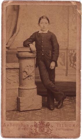 003886 - Communiefoto van Petrus Adrianus (Jos) BURMANJE, geboren 29 mei 1871 te Loon op Zand. Werd schoenmaker van beroep. Huwde op 17 juli 1900 met Anna Huberta PRINCEN (Tilburg 30 april 1870 - Tilburg 3 februari 1941). Hij overleed te Tilburg aan het St. Annaplein op 10 april 1932.
