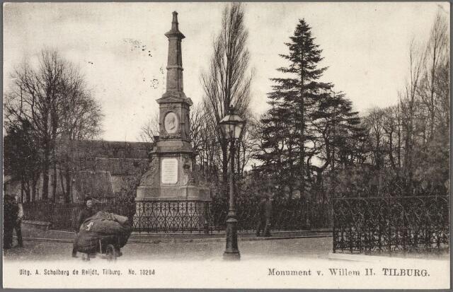 010713 - Gedenknaald voor koning Willem II op de hoek Monumentstraat-Paleisstraat.