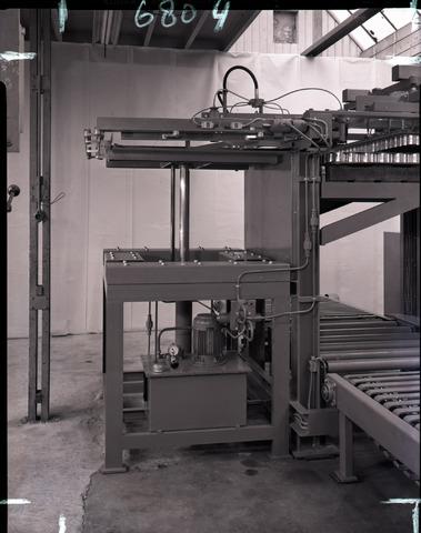 654611 - Industrie. Interieur machinefabriek.