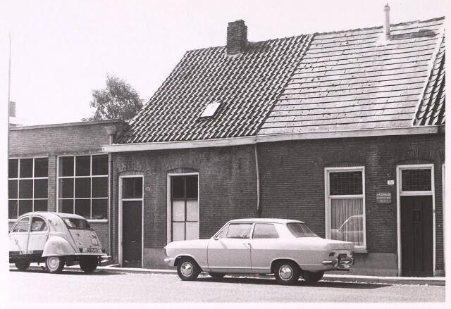 024842 - Panden Kruisvaarderstraat 151 (rechts) en 153 (links) halverwege september 1971