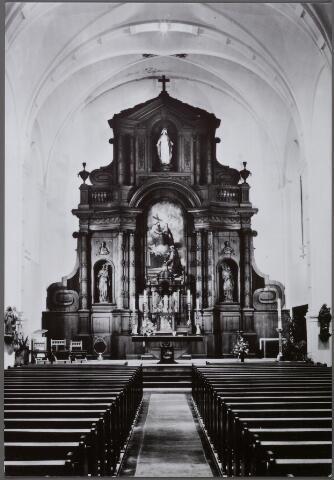 011315 - Interieur kapucijnenkerk aan de Korvelseweg.