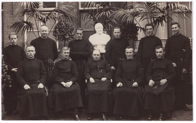 003452 - Groepsfoto. Broeders van Dongen.