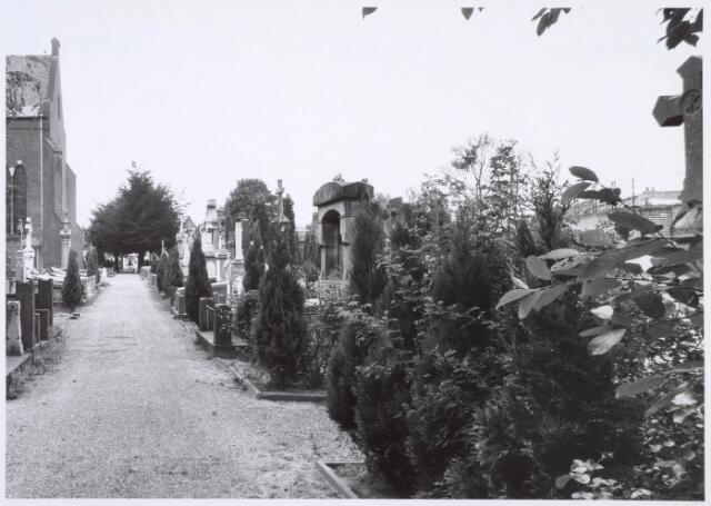 019096 - Graven op het parochiekerkhof aan de Goirkestraat