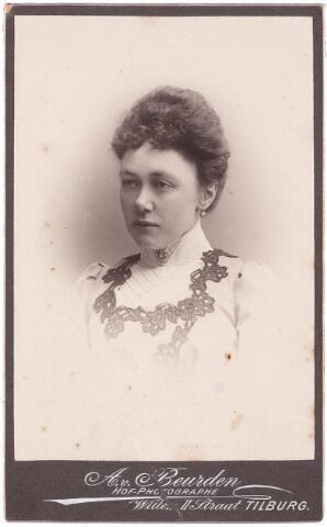 003507 - Antonetta Maria de Beer (1866-1949), dochter van Norbertus de Beer (1831-1915) en Johanna Maria Huberta de Beer-Donders (1840-1909)