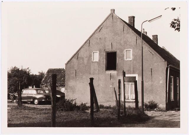 034469 - Lijnse Zijstraat 13. De Lijnse Zijstraat is -na afbraak van de aangelegen woningen- opgegaan in de Von Weberstraat.