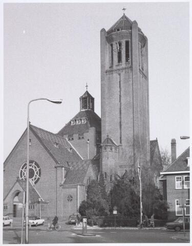 016523 - Kerk Onze Lieve Vrouw van Goede Raad aan de Broekhovenseweg, behorende bij de parochie Broekhoven I.  Naar een ontwerp van de Tilburgse architect Jan van der Valk (1873-1961).