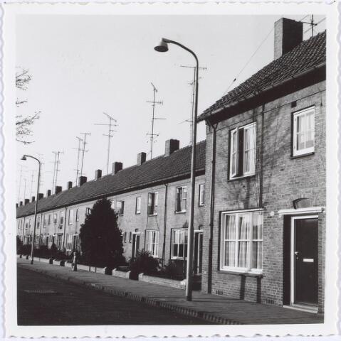014060 - Rijtjeshuizen aan de Afrikaanderstraat