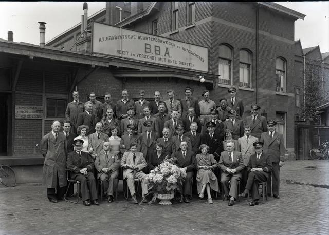654589 - Industrie. Groepsportret BBA-medewerkers.