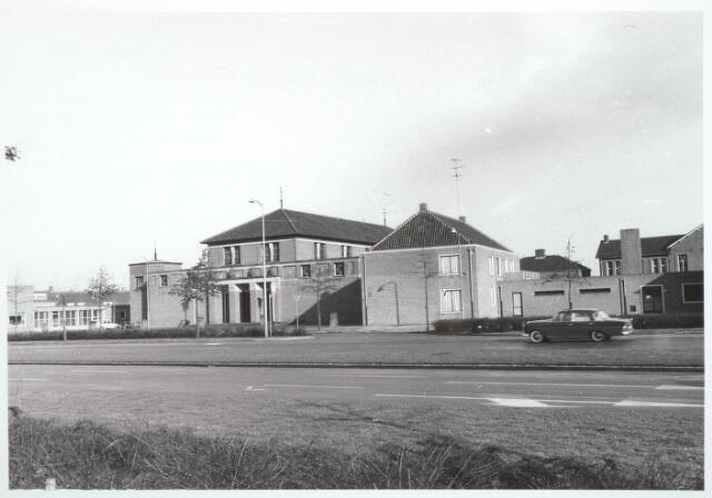 030353 - R.K. Kerk Onze Lieve Vrouw Koningin van de Vrede (Vredeskerk), noodkerk aan de Ringbaan-West. Het werd in 1953-1954 gebouwd naar een ontwerp van architect N.H. Pontzen in opdracht van het kerkbestuur.