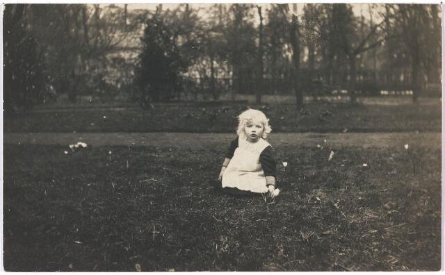 005848 - Agnes (Jes) Bernardine Ignatia M. van Spaendonck geboren Tilburg 13 juli 1912, dochter van Gerard van Spaendonck en Leonia Janssens.