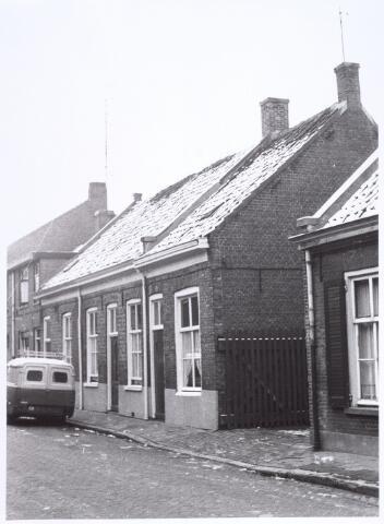 017179 - Panden Capucijnenstraat 183, 185 en 187 (van rechts) naar links) in de winter van 1962