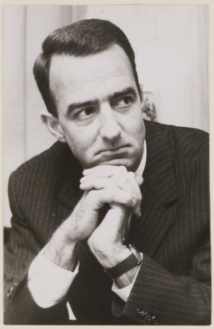 084613 - Burgemeester A.H.P. Hogenbosch, burgemeester van Baarle-Nassau 1968-1982