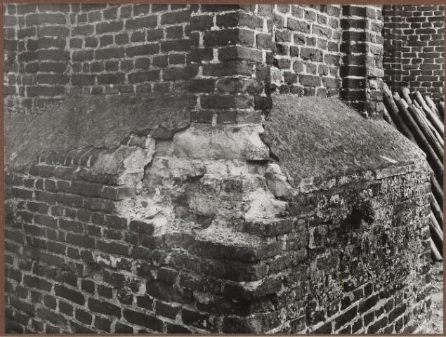 057010 - St. Jansplein. Fragment van de toren van de kerk van St. Jan Onthoofding.