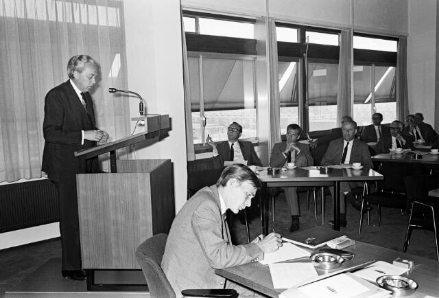 050811 - Overdracht voorzittershamer bureau mr.dr. B.J.M. van Spaendonck te Tilburg.