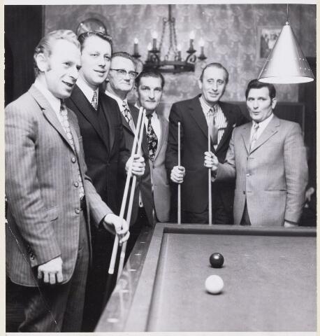 101202 - Sport. Biljarten. Het kampioensteam. V.l.r. Bert Oomes, Jack de Koning, Jan Sestig, Ad Drijvers, Jo van Mook, A. van Beek.
