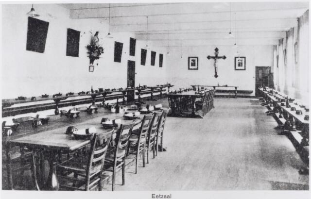 048619 - Refter van het capucijnenklooster in Biezenmortel omstreeks 1923