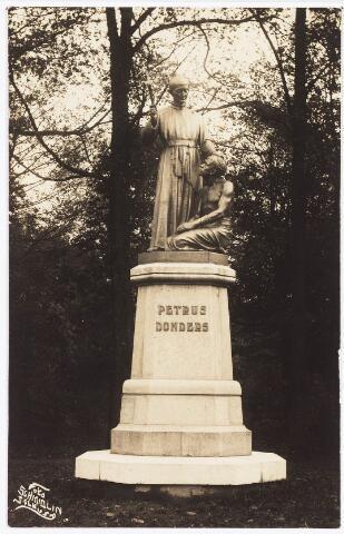 035000 - Standbeeld van pater Petrus Donders