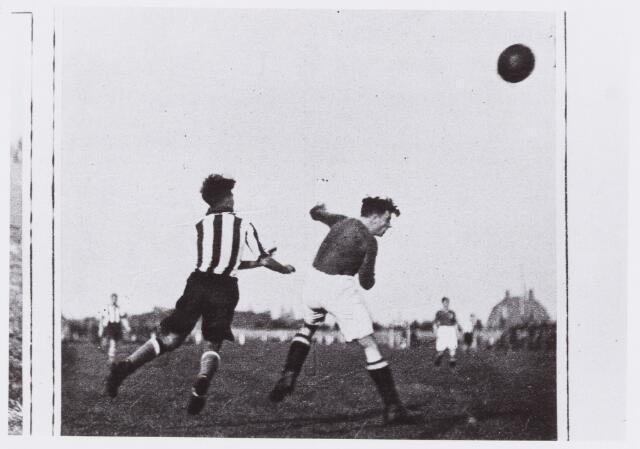 054039 - Sport. Voetbal. Willem II. Wedstrijd Willem II - M.V.V, uitslag 0-3  Reproductie uit Brabantse Illustratie