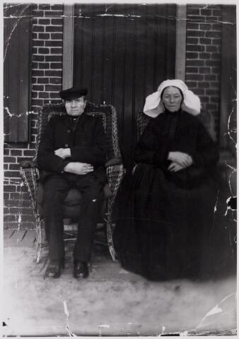 084366 - Het boerenechtpaar Willibrordus (Bord) van Gestel (1849-1915) en Hanna van den Bosch (Moergestel 1851-Hilvarenbeek 1933). Zij trouwden in 1883.