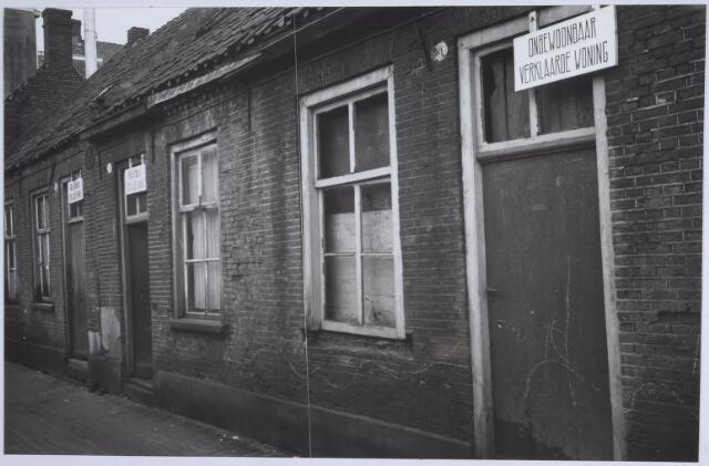 025902 - Onbewoonbaar verklaarde woningen aan de Lochtstraat